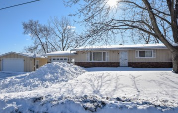 305 W Main St, Twin Lakes, WI 53181-9221