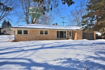 5777 Euston St, Greendale, WI 53129-1748