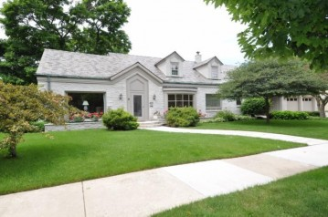 4617 N Wilshire Rd, Whitefish Bay, WI 53211