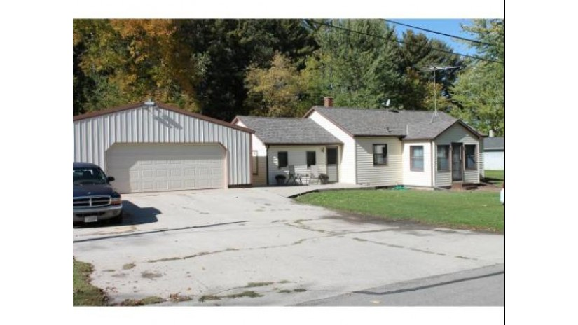 237 S HARDING Street Gillett, WI 54124-9238 by Symes Realty, LLC $69,900