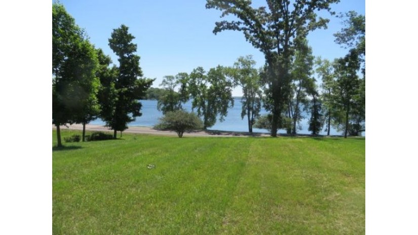 424 White Oaks St Green Lake, WI 54941 by Adashun Jones Real Estate $249,000