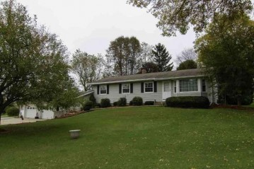 1149 E Lake Rd, Mineral Point, WI 53565