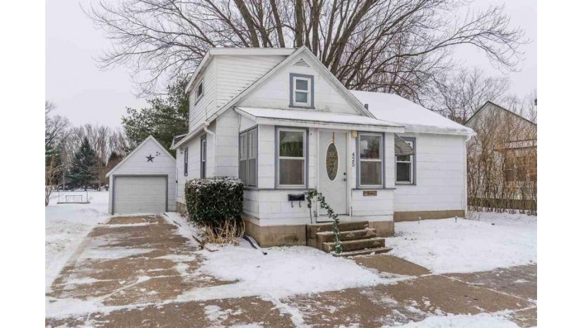 425 Charles St Reedsburg, WI 53959 by Re/Max Grand $100,000