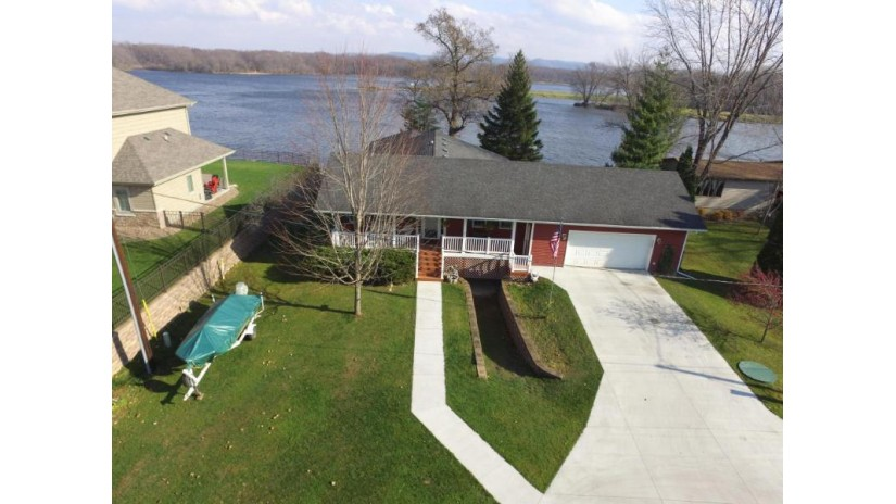226 Shore Acres RD La Crescent, MN 55947-9641 by Berkshire Hathaway Homeservices  North Properties $439,000