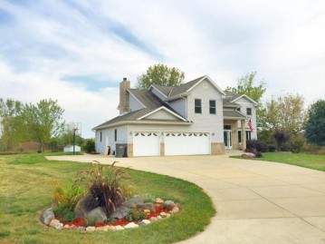 W125S8370 N Cape Rd, Muskego, WI 53150-4405