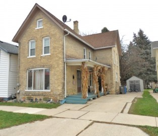 917 N 4th St, Watertown, WI 53098-2914
