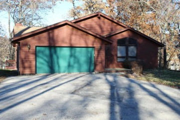 112 Walnut Rd, Twin Lakes, WI 53181-9368
