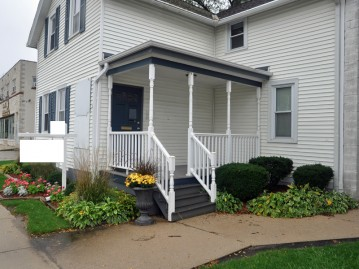 418 S Main St, West Bend, WI 53095-3934