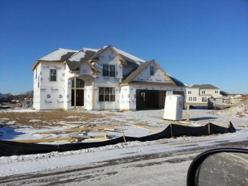 10405 S Redwood Ln, Oak Creek, WI 53154-5943