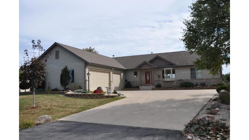 114 Gaul RD Dousman, WI 53118-8845 by Metro Realty Group $387,900