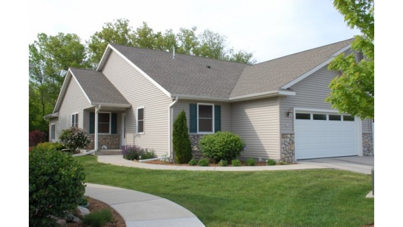 627 Trailview Crossing 21 Waterford, WI 53185 by Shorewest Realtors $264,900