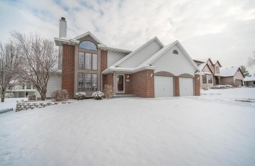 225 Ryan Ct, West Bend, WI 53095-5349
