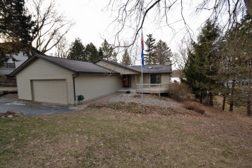 W2273 Country Club Ln, East Troy, WI 53120-2014