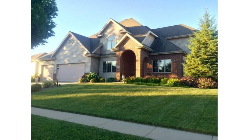 250 Pinnacle Dr Lake Mills, WI 53551-2002 by Re/Max Preferred~ft. Atkinson $444,900