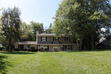 15550 Apple Valley Ct, Brookfield, WI 53005-3602