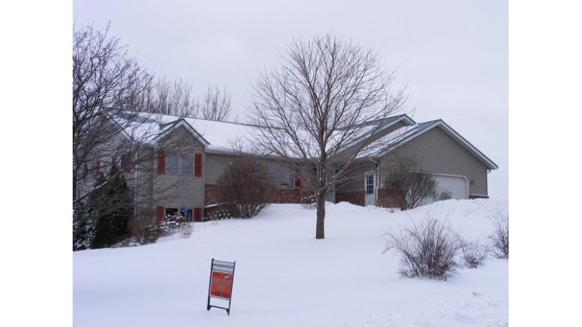 S3754 Woodland Rd Viroqua, WI 54665-8153 by Shane Peterson Realty $234,900
