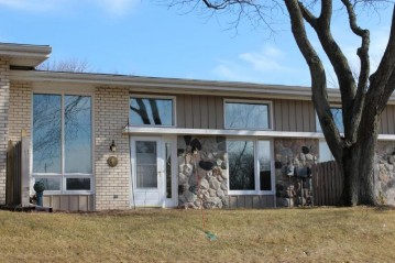 12905 N Colony Dr, Mequon, WI 53092-2303