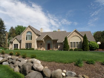 1400 Barrington Woods Dr, Brookfield, WI 53045-2209