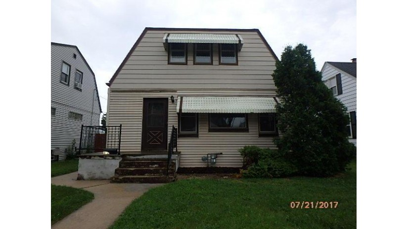 812 S 93RD ST West Allis, WI 53214-2749 by Metro Realty Group $139,000