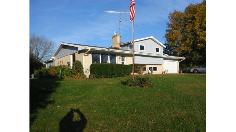 N2293 Clover Rd Bloomfield, WI 53147-4455 by Keefe Real Estate, Inc. $200,000