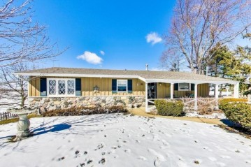 742 W Main St, Twin Lakes, WI 53181-9784