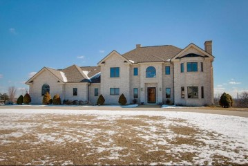 W295S5458 Holiday Oak Dr, Genesee, WI 53189-5605
