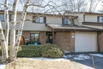 12814 N Colony Dr, Mequon, WI 53097-2301