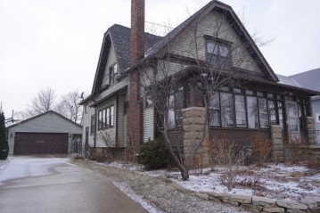 1959 S 79th St, West Allis, WI 53219-1119