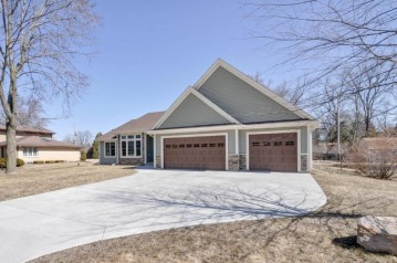 6512 S 120th St, Franklin, WI 53132-1006