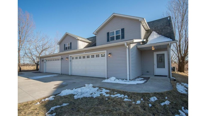 2535 Deerfield Dr 2537 West Bend, WI 53090-2850 by Exsell Real Estate Experts Llc $339,900
