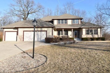 S73W15030 Candlewood Ln, Muskego, WI 53150-7929