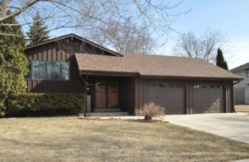 6159 Sycamore St, Greendale, WI 53129-2630