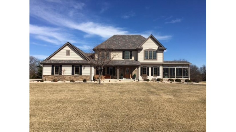 W296S8150 Shallow Waters Cir Mukwonago, WI 53149-8459 by Kings Way Realty, Llc $459,900