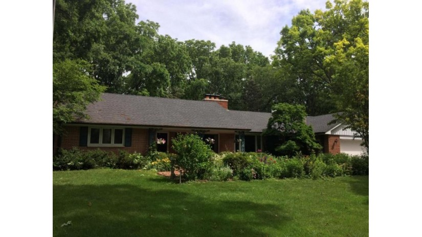 9020 W Hawthorne Ln Franklin, WI 53132-2516 by First Weber Inc- Greenfield $399,900