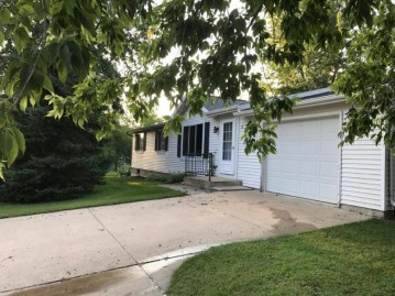 W232 Oak St, Bloomfield, WI 54940-8576