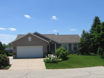 28707 Driftwood Ct, Waterford, WI 53185-1768
