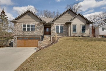 S69W17494 Redman Dr, Muskego, WI 53150-9429