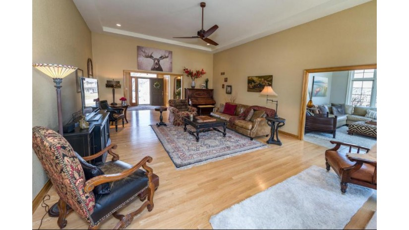 W287N4024 Highland CT Delafield, WI 53072-3181 by First Weber Inc - Brookfield $487,900