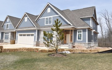11693 N Aster Woods Cir, Mequon, WI 53092-2993
