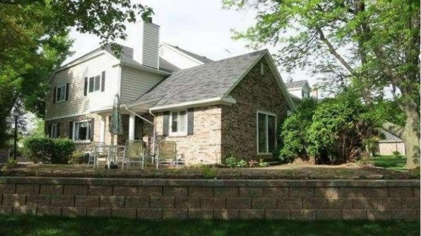1176 Pilgrim Pkwy Elm Grove, WI 53122-2026 by Buyers Vantage $304,900