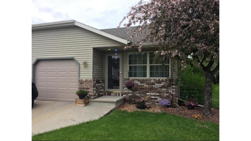 468 Pine Tree Dr Fond Du Lac, WI 54935-5473 by Re/Max United - West Bend $139,900