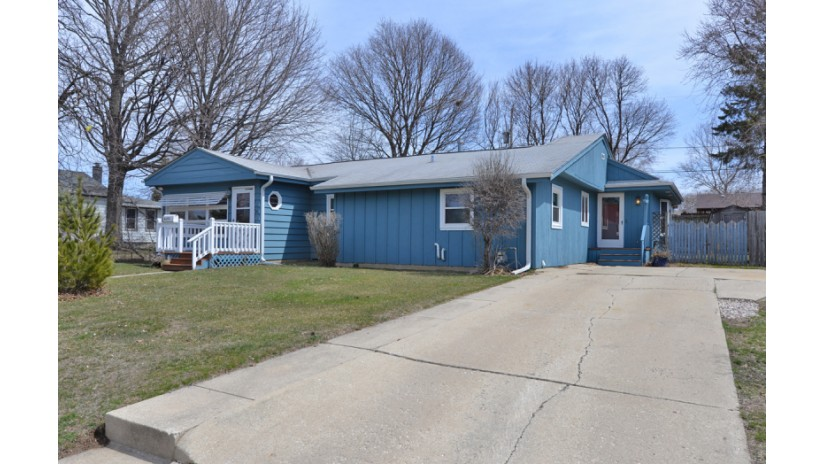 2055 Golf Ave Racine, WI 53404-1944 by Shorewest Realtors $114,900