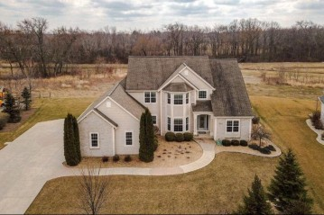 10422 S Redwood Ln, Oak Creek, WI 53154-5493