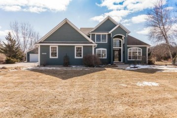 W287N6874 Rock Ridge Way, Merton, WI 53029-8740