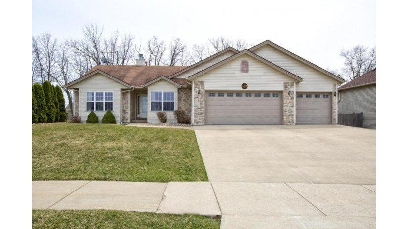 489 E Elm Rd Oak Creek, WI 53154-7089 by Re/Max Realty 100 $300,000