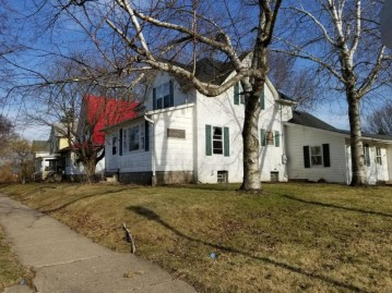 221 W Maple St, Viroqua, WI 54665-1926