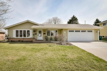 257 Antoine Dr, Port Washington, WI 53074-1304