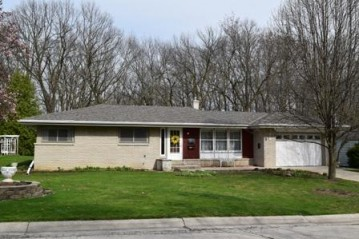 5302 Morningside Dr, Greendale, WI 53129-1252
