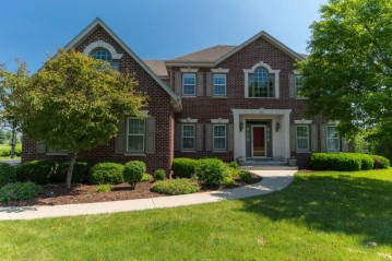 12208 N Rolling Field DR, Mequon, WI 53097-2770