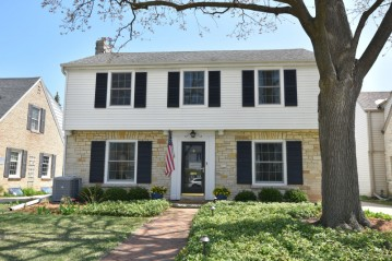 2516 N 86th St, Wauwatosa, WI 53226-1922